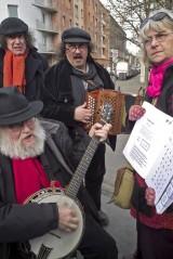 Musiciens et chanteurs sur la petite place